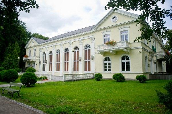 Pavillon Edward 3*